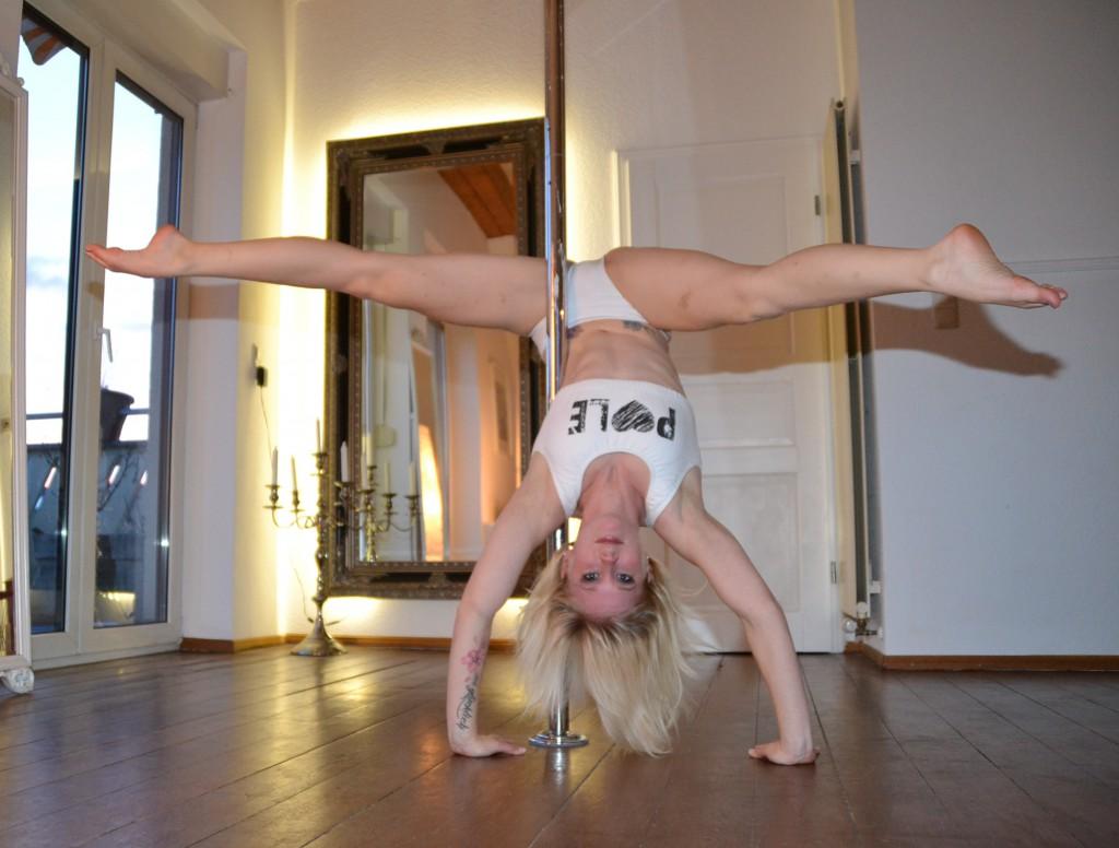 Scorpio Handstand